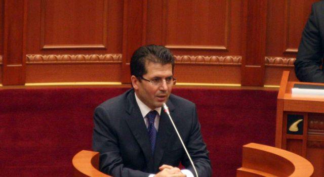 Mediu në Kuvend: Rama njësoj si Enver Hoxha në vaktin e tij