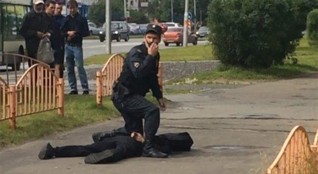 VIDEO/ Rusi, sulmoi dhe plagosi me thikë 8 persona, vritet nga policia atentatori