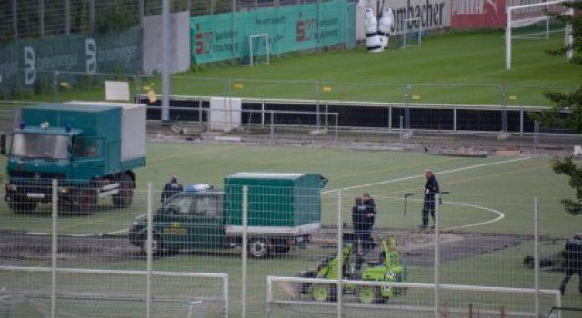 FOTO/ Do ndërronte barin në klubin e Shtutgarit, punëtori gjen 50 kg bombë