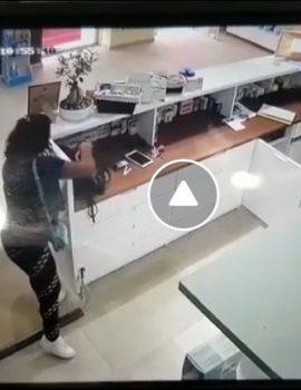 VIDEO/ Shihni si një vajzë vjedh portofolin në çantën e farmacistes