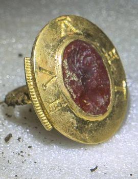 FOTO GALERI/ Zbulohet thesari i rrallë, i groposur 850 vjet më parë