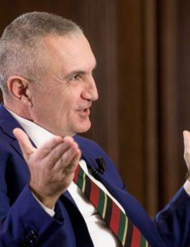 """FOTO/Ilir Meta lë zyrën e presidencës, shijon këtë të shtunë me një """"mik"""" të vecantë"""
