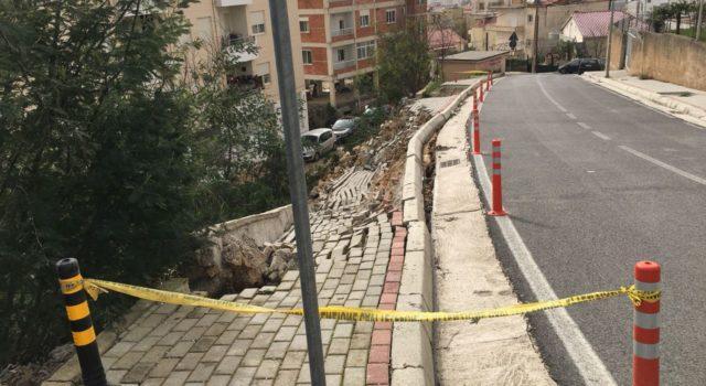 """FOTO GALERI/ Tiranë, Erion Veliajt i rrëshqet trotuari i """"Rilindjes urbane"""""""