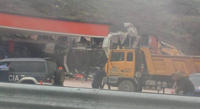VIDEO & FOTO GALERI/ Shembet mali, shkatërrohet një biznes në Rrugën e Kombit