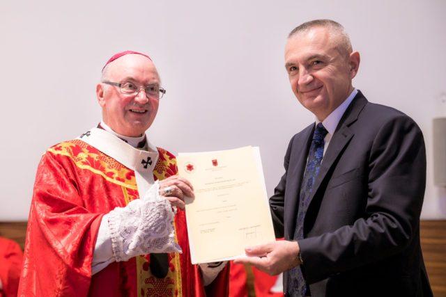 Ilir Meta 'konverton' në shqiptar edhe të parin e kishës katolike