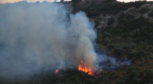 FOTO/Zjarr në Parkun Kombëtar të Lurës, kërkohet ndërhyrja e helikopterit