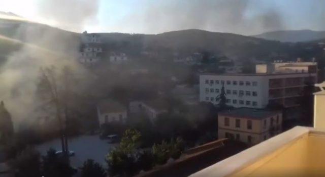 Qytetari nxjerr pamjet e katastrofës, mbetjet digjen në ambjentet e spitalit në Vlorë