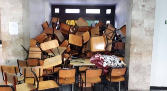 """VIDEO+FOTO/""""Rezistenca vazhdon"""", çfarë po ndodh me protestën e studentëve"""