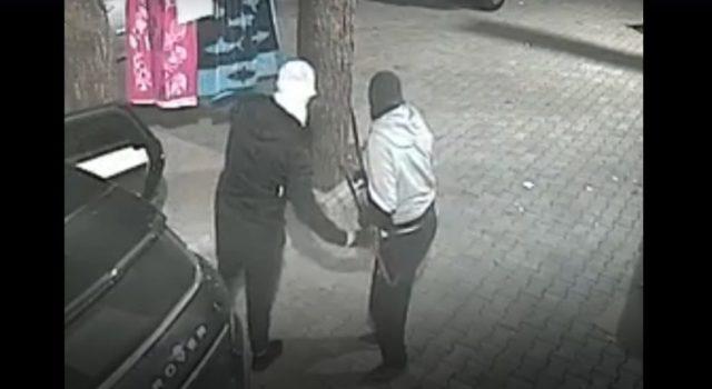 VIDEO/ Me maska dhe leva, si ndodhi grabitja në Gjirin e Lalzit